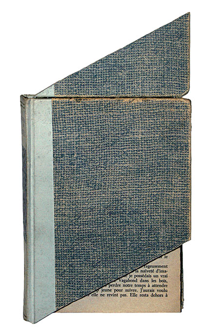 Sans titre, 1988 – livre coupé et recollé / book, cut-up and reassembled – 26 x 14 x 4 cm.