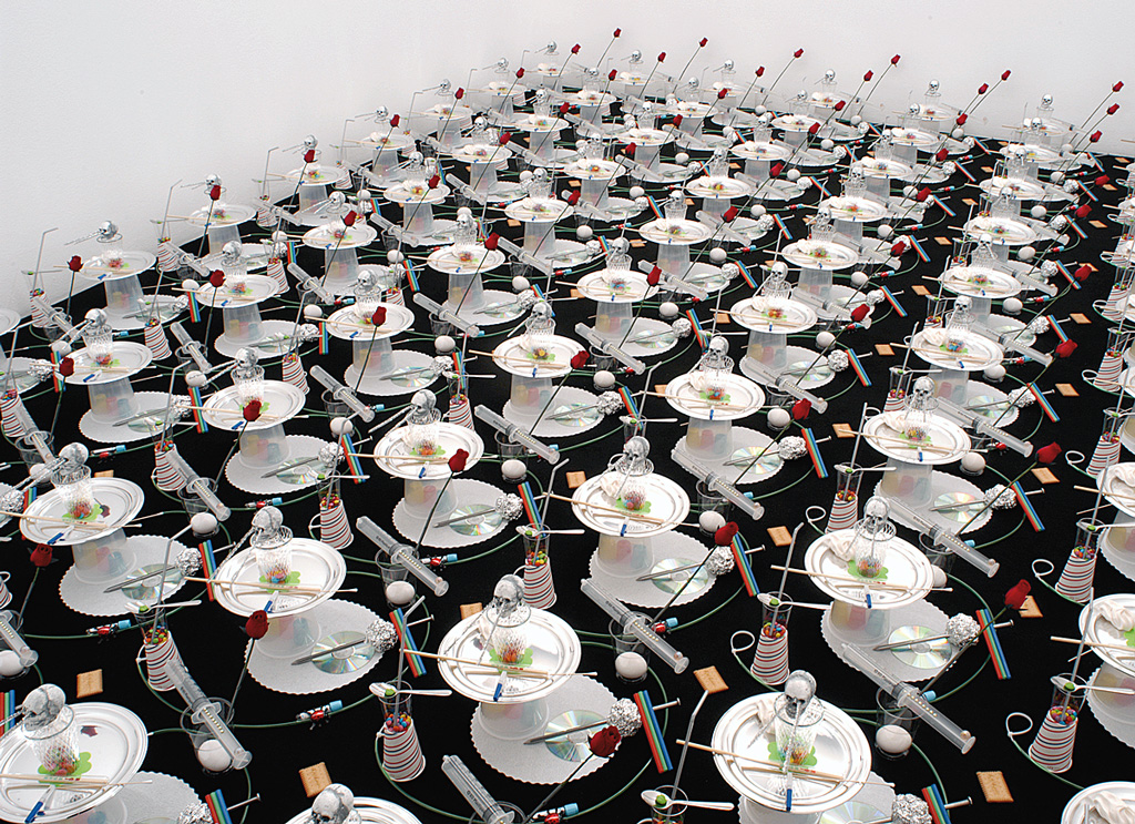 Pattern - Vanité 2b, 2003 – installation, objets divers / installation, sundry objects – 400 x 500 cm.